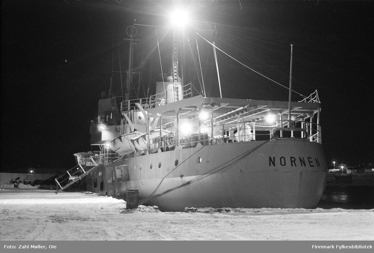 """Serie bilder fotografert i Vadsø 1968-69. Skipet """"Nornen""""."""