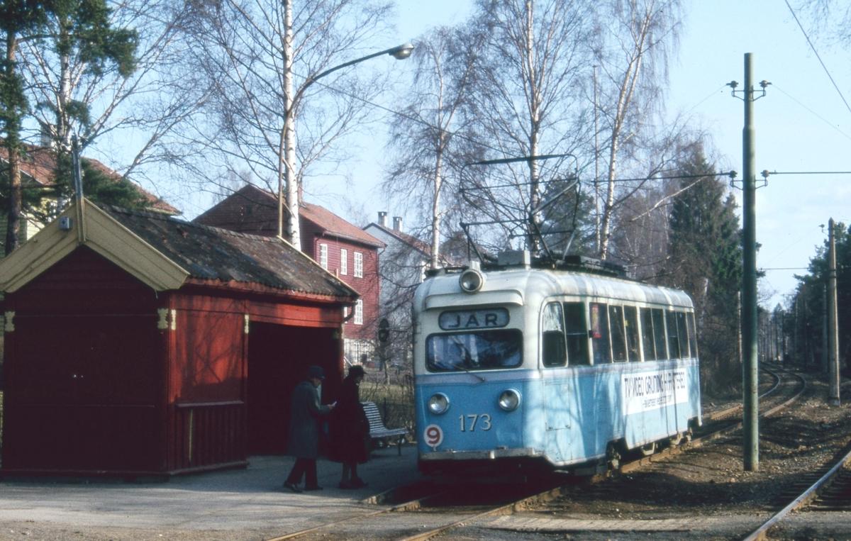 """""""Gullfisk"""" 173 ved Sørli holdeplass på rute 9 Lilleaker-Ekebergbanen."""