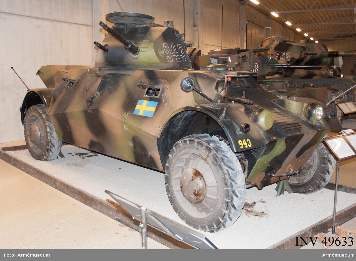 Grupp E XII.  Pansarbilen är i originalutförande och i mycket gott skick. Komplett med Radio Ra 400 inkl en del tillbehör. 1 st 20 mm automatkanon m/1940 och 3 st kulsprutor m/1939 strv finns monterade./Uppgift från Stefan Karlsson 2006-12-18