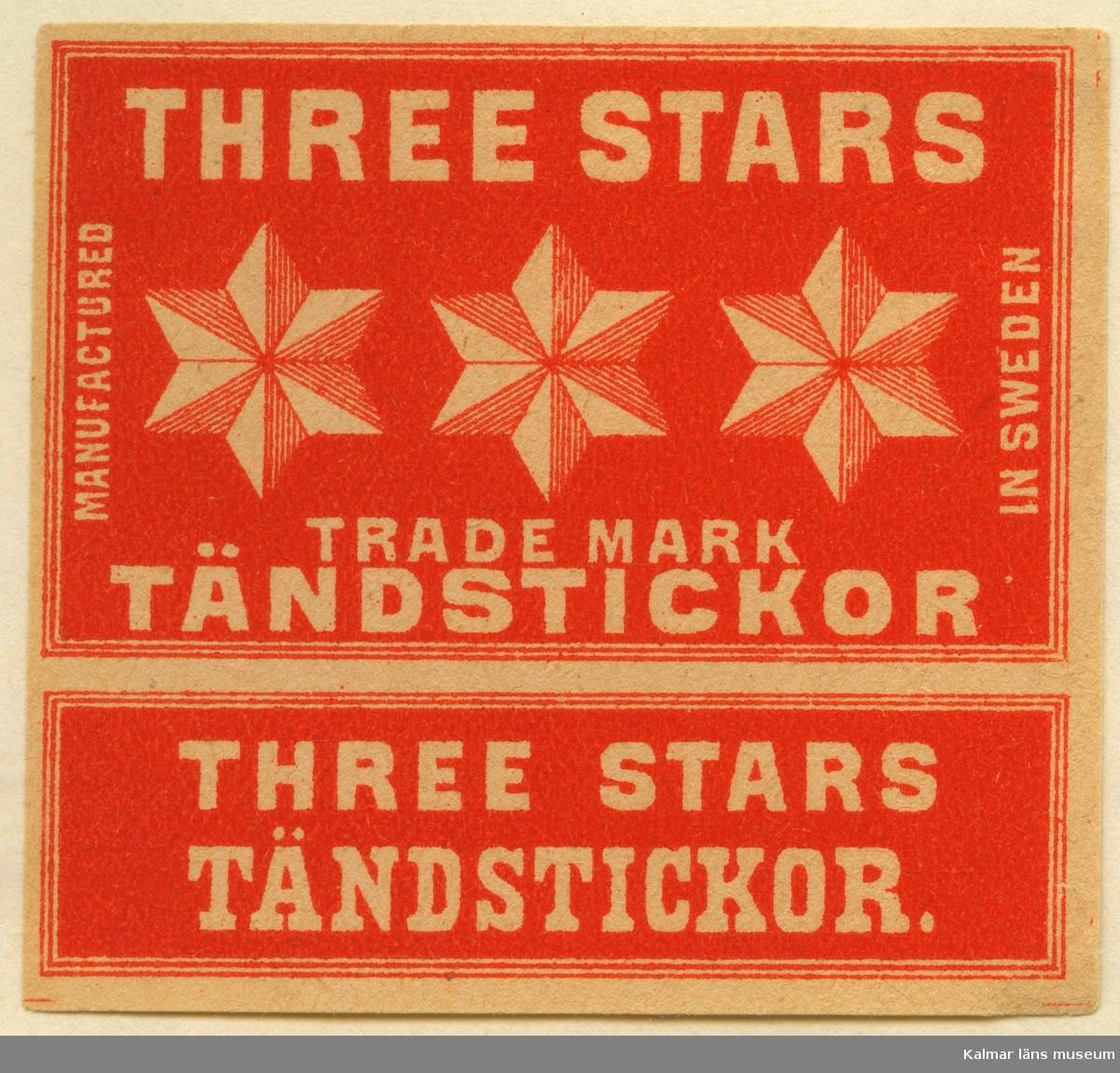"""Tändsticksetikett från Mönsterås Tändsticksfabrik, """"Three Stars Trade Mark Tändstickor""""   Mönsterås har haft två tändsticksfabriker. Den första var Rosendahlsfabriken som anlades 1869 av apotekare Götvid Frykman (1811-1876). Frykman bodde i Kalmar och innehade apoteket i Borgholm 1842-1864. Fabriken lades ner 1887 men 1892 anlades en ny fabrik av Ernst Kreuger och hans bror Fredrik i London under firma E & F Kreuger i Kalmar. Detta skulle bli inledningen till Kreugerepoken inom den svenska tändsticksindustrin..  Under 1800-talet  tillverkades vid fabrikerna i huvudsak svaveltändstickor för export. Genom att också fosfor ingick i tändsatsen var de lättantändliga och orsakade ofta små bränder inom fabriken. Stickornas isättning i ramar gjordes för hand och var hälsovådlig för arbetarna, varför de måste passera vakten till tvättrummet som såg till att alla tvättade händerna före måltid och vid arbetets slut. Fosforångorna var också mycket skadliga särkilt för personer med dåliga tänder. Frykman som ägde Rosendahlsfabriken, sålde den till A M Lindqvist från Mönsterås. Lindqvist utökade rörelsen avsevärt, men tillverkningen omfattade bara fosfortändstickor. Mönsterås Tidning skriver i en artikel 1882 att fabriken hade 120 anställda och att priserna låg under Jönköpings. Efter konkursen 1887 lades fabriken ner.  (Uppgifterna hämtade från http://thoresmatches.se/tandsticksfabriker/monsteras_tandsticksfabriker.htm)"""