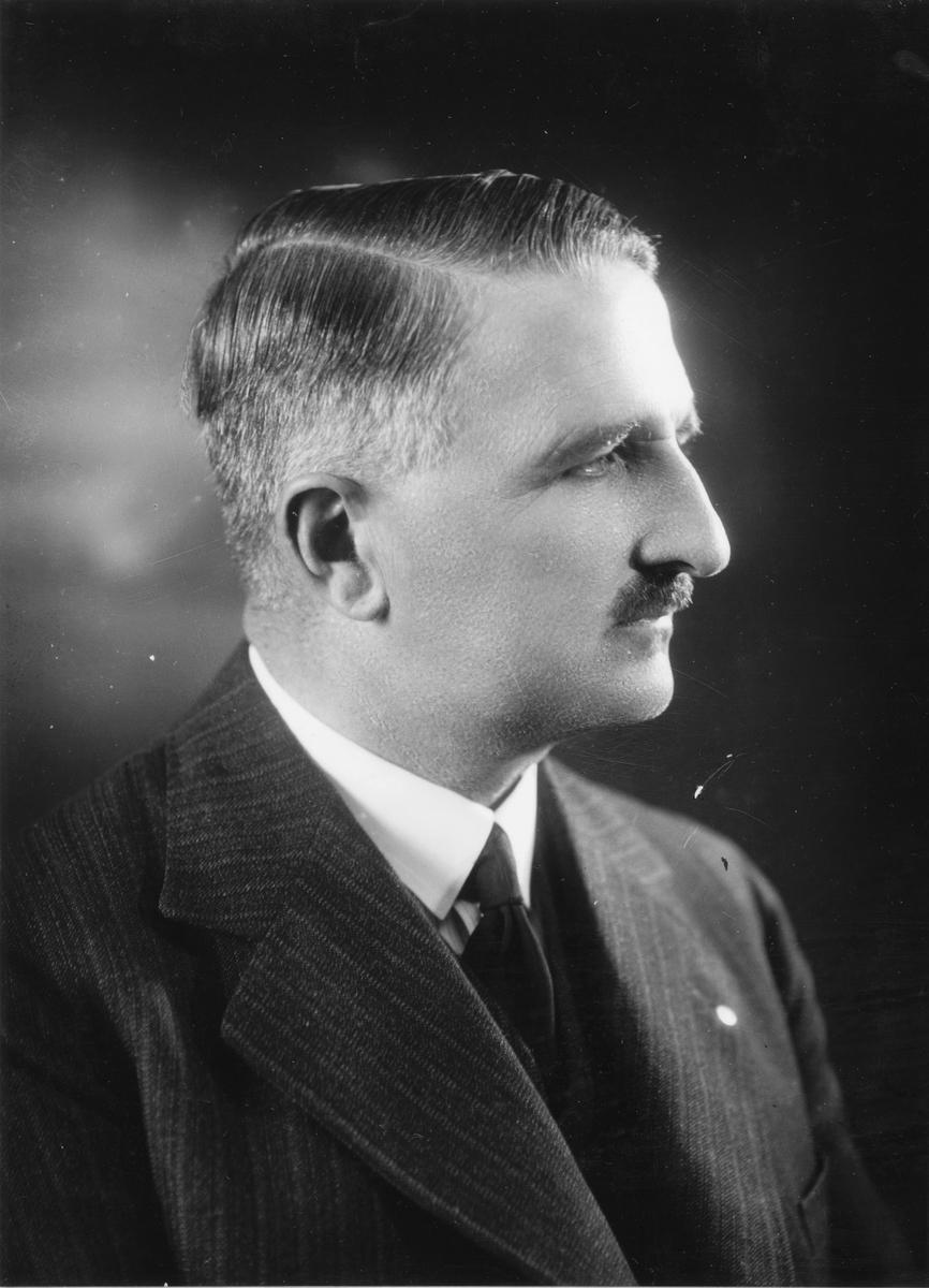Född: 1883  Chef för Gävle Ångväveri AB
