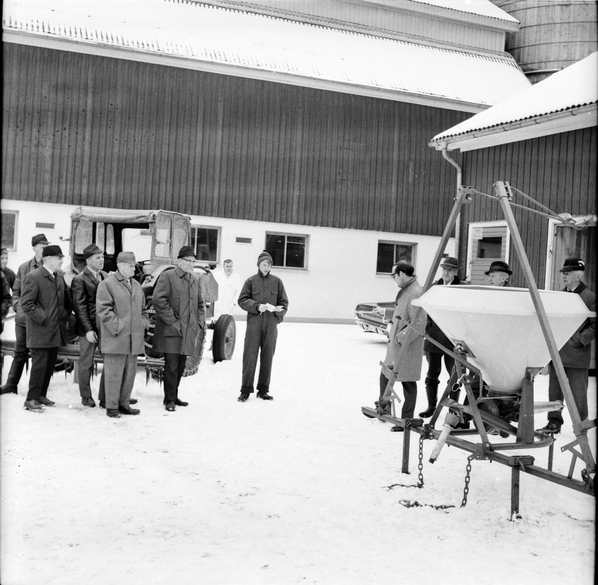 Arbrå, Maskinvisning på Nytorp, April 1969