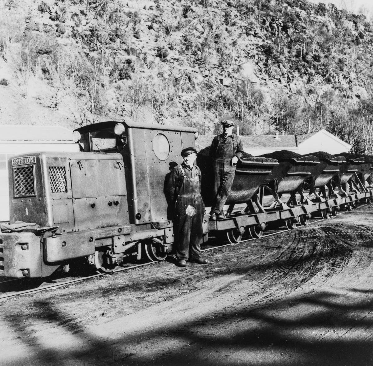 Siste tog på Rekefjordbanen. Banen ble nedlagt 31.5.1965.