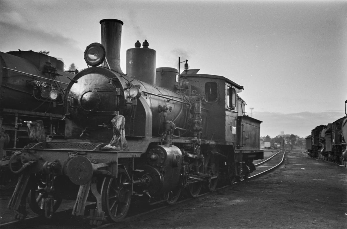 Damplokomotiv type 21c nr. 370 på Marienborg.