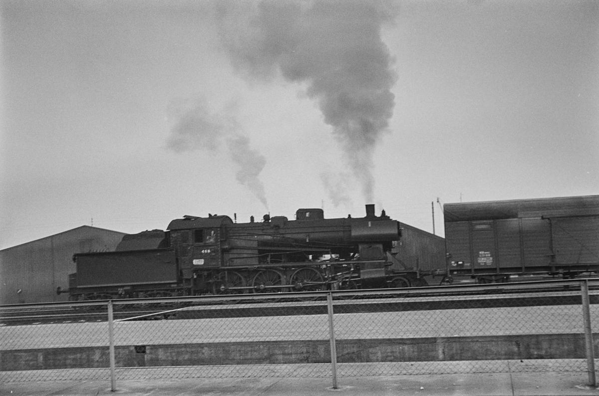 Damplokomotiv type 30c nr. 468 på Trondheim stasjon.