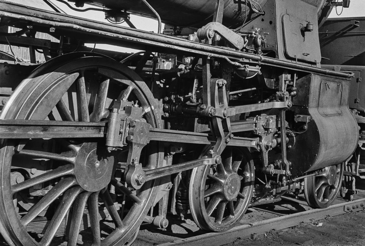 Sylinderpartiet på utrangert damplokomotiv type 30b nr. 353.