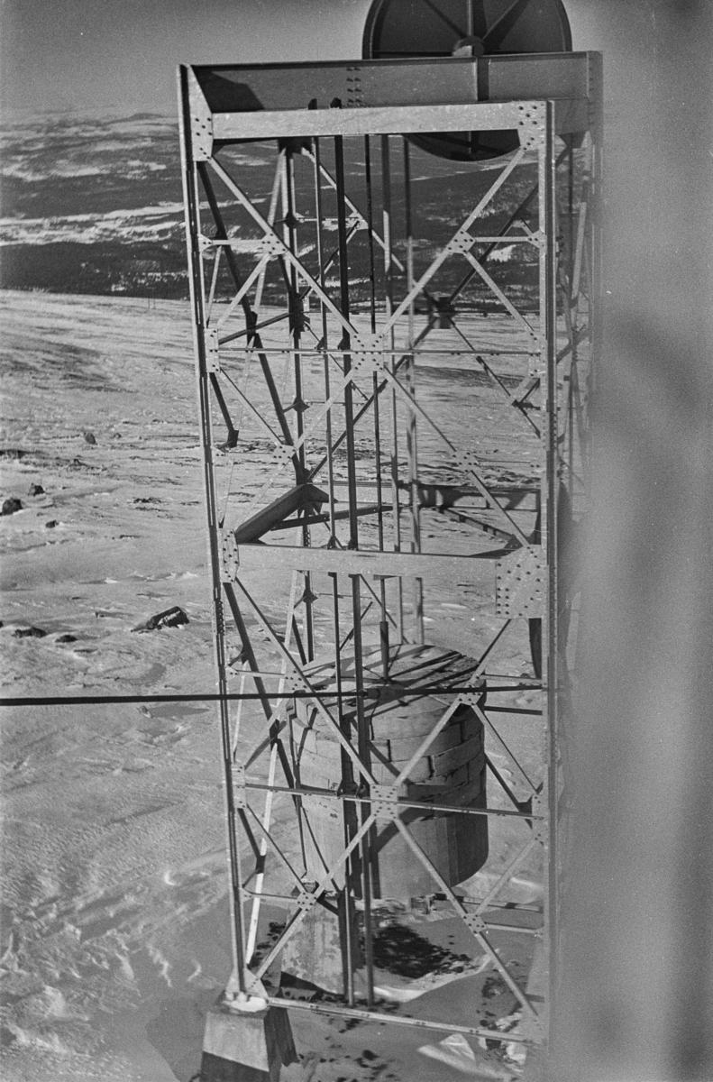 Strammelodd (vekt 36 tonn) til taubanen til forsvarets radaranlegg på Hummelfjell ved Os i Østerdalen.