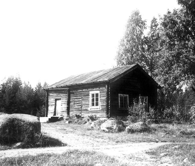 Bildarkivet vid Torsby Finnskogscentrum består till stor del av fotografier från de samlingar som sammanställts av finnbygdsforskarna Sigurd Bograng, Richard Broberg och Bror Finneskog. Fotografierna är tagna under forskningsresor i Värmlands finnskogsbygd under 1900-talet. Samlingarna innehåller också bilder tagna av privatpersoner och som donerats till Finnskogscentrum.  Samtliga bilder är belagda med öppen licens (CC-BY-SA) och är fria att använda om annat ej anges. Myra, Runnsjön