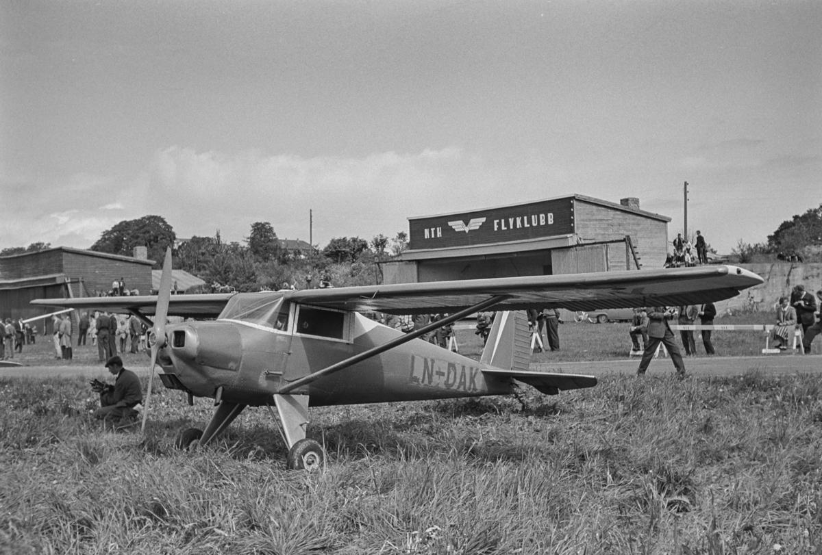 Flystevne på Lade flyplass. Luscombe LN-DAK