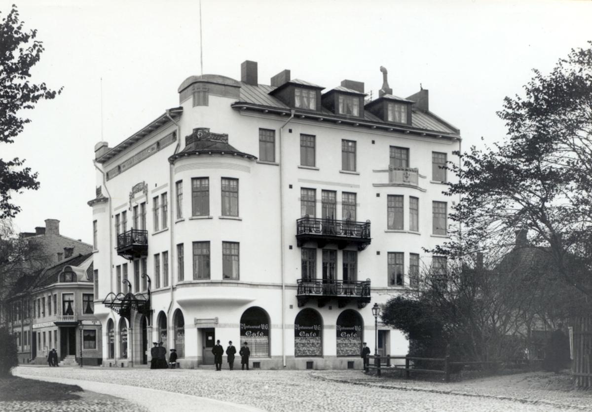 Odd Fellowhuset. Till vänster i bild syns Ritz hotell.