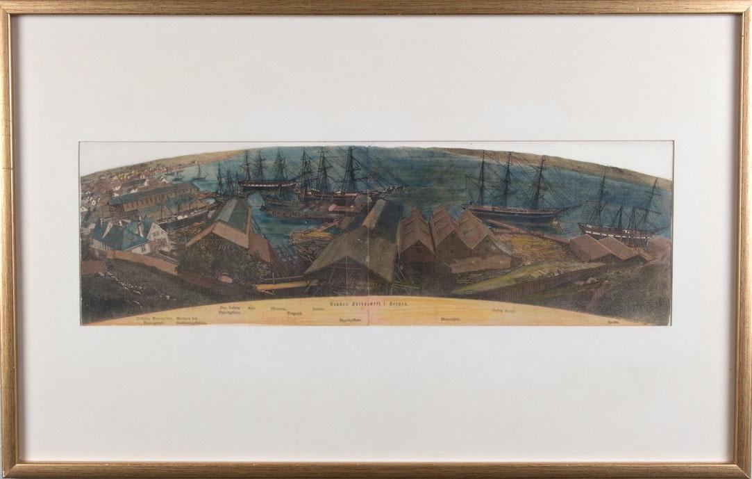 Kolorert tresnitt av Dekkes Skibsværft (Georgernes Verft) i Bergen i 1865. Ser flere seilskip som VØRINGEN, DUO, ARIEL, MERCATOR, GUSTAV ADOLPH, NORDEN og AURORA ved kai, verftsbygningene på land.