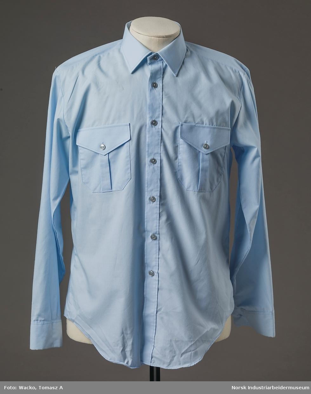 krage med knapp skjorte