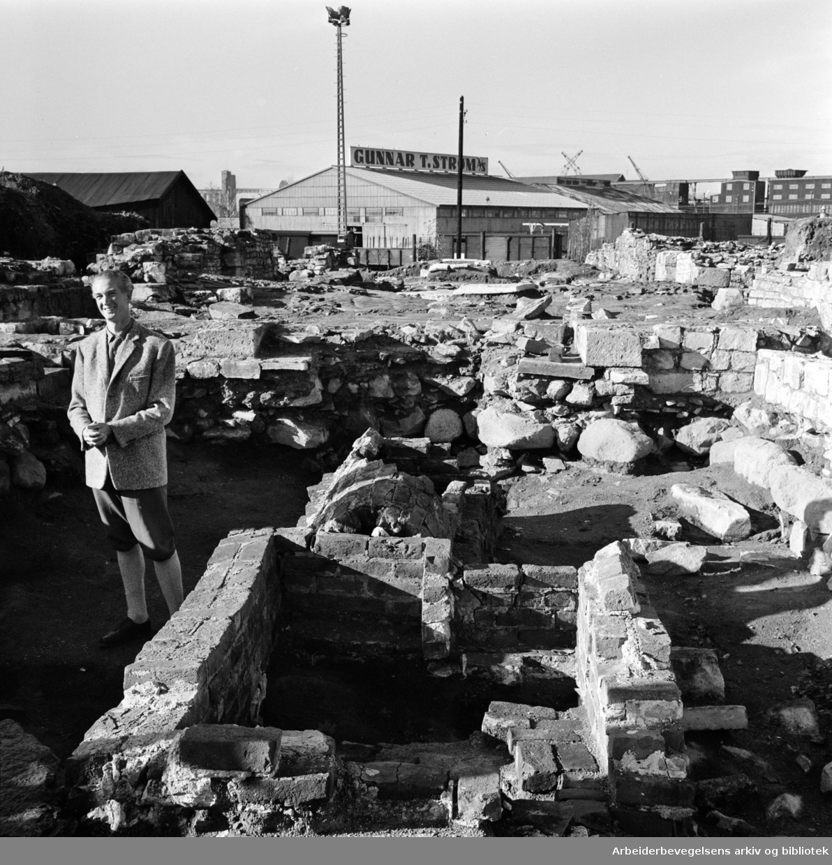 Mariakirkens ruiner. Arkitekt Håkon Andreas Christie.November 1961
