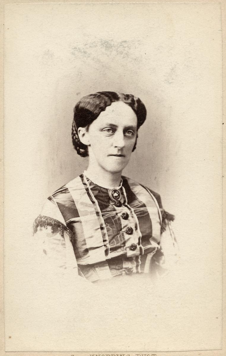 Emilia Augusta Henrika Troilius, född Petre. Fru till Generaldirektör Carl Oskar Troilius vid Statens Järnvägar, SJ.