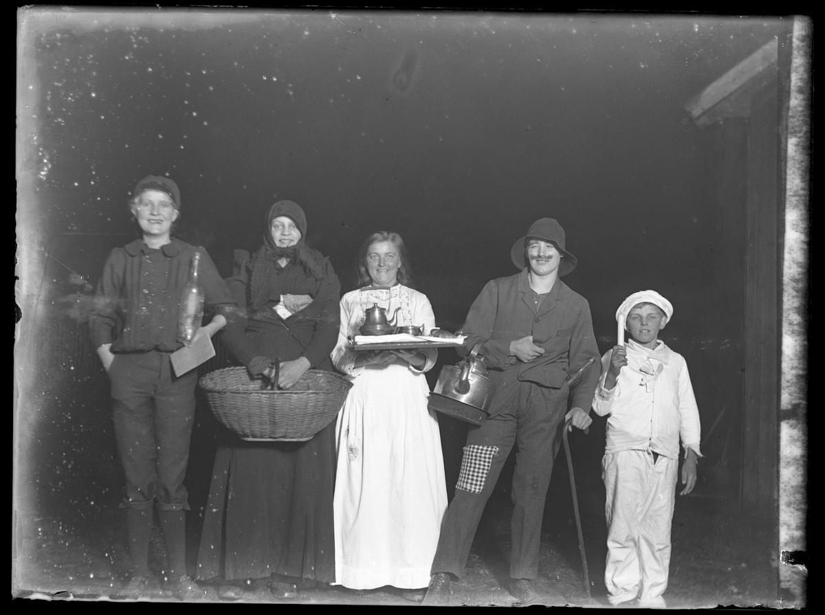 Elsa, Ellen, Ida, Hildur och Henrik lussar.