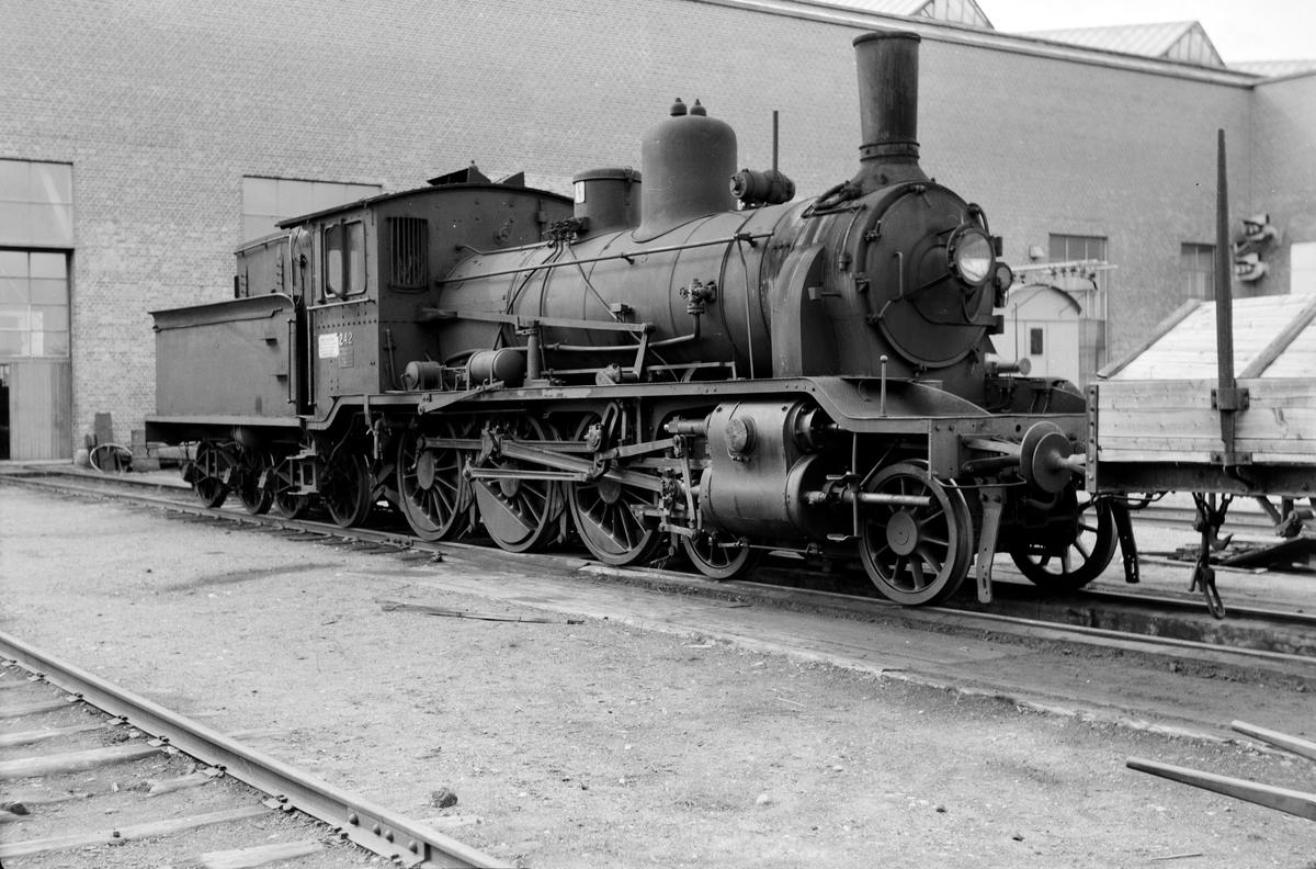 Damplokomotiv type 18c nr. 242 på Grorud Verksted.
