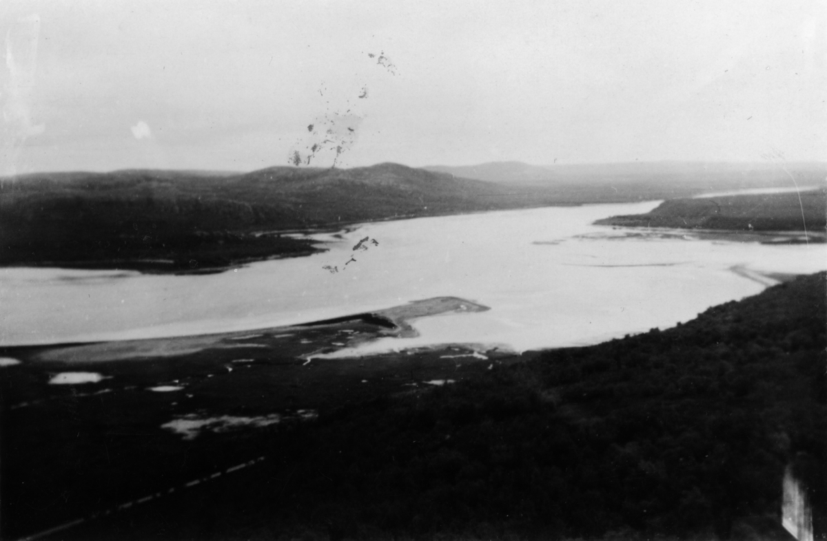 Mikkelsnes mot Neiden, sett fra Ørnefjellet.