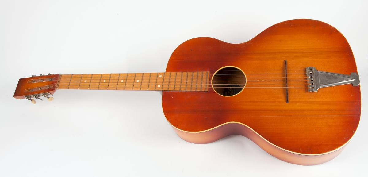 Hagstrøm modell 15 akustisk gitar.