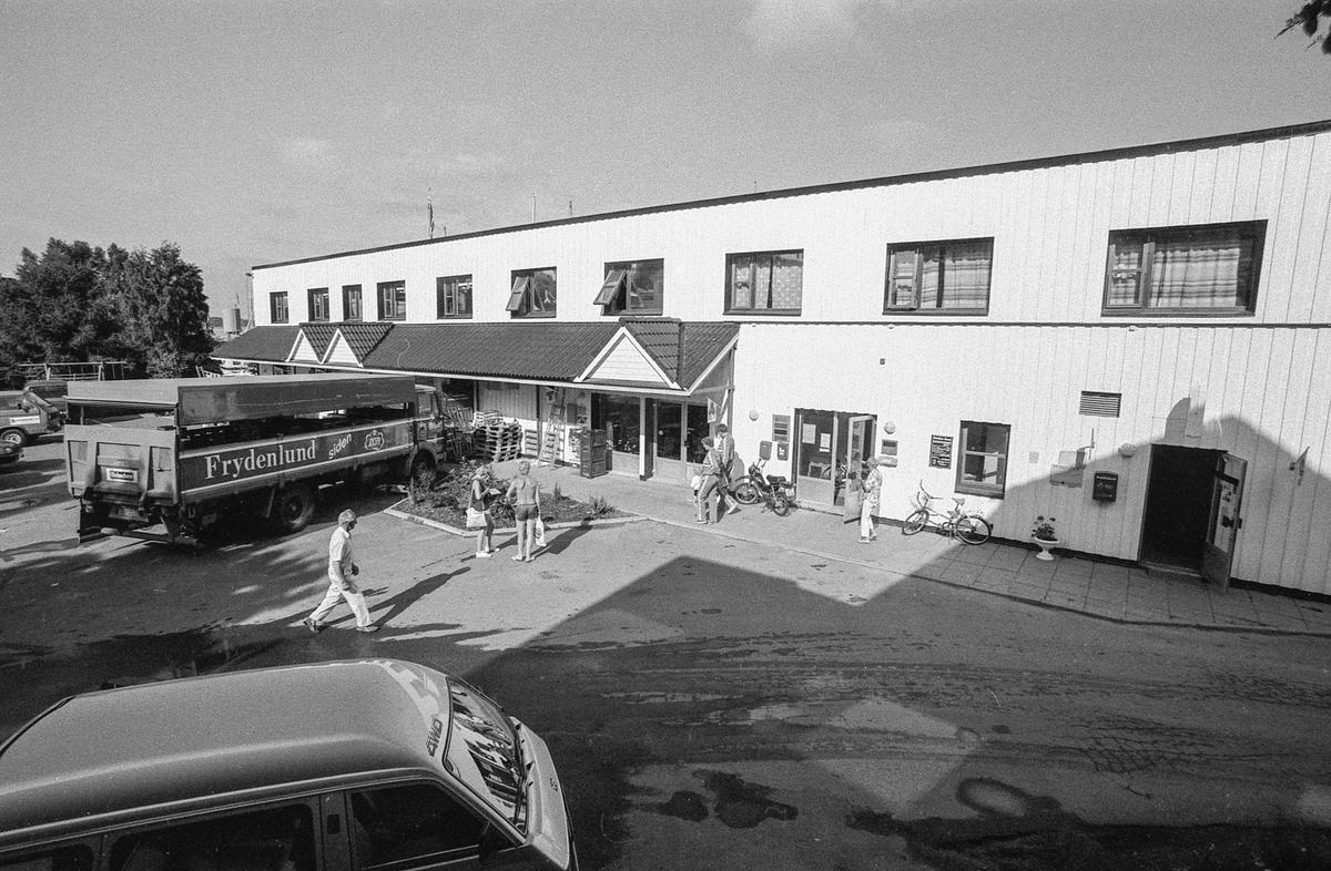 Harald Osvolds eiendommer i Son sentrum. Kiwi-butikken ved brygga i Son.