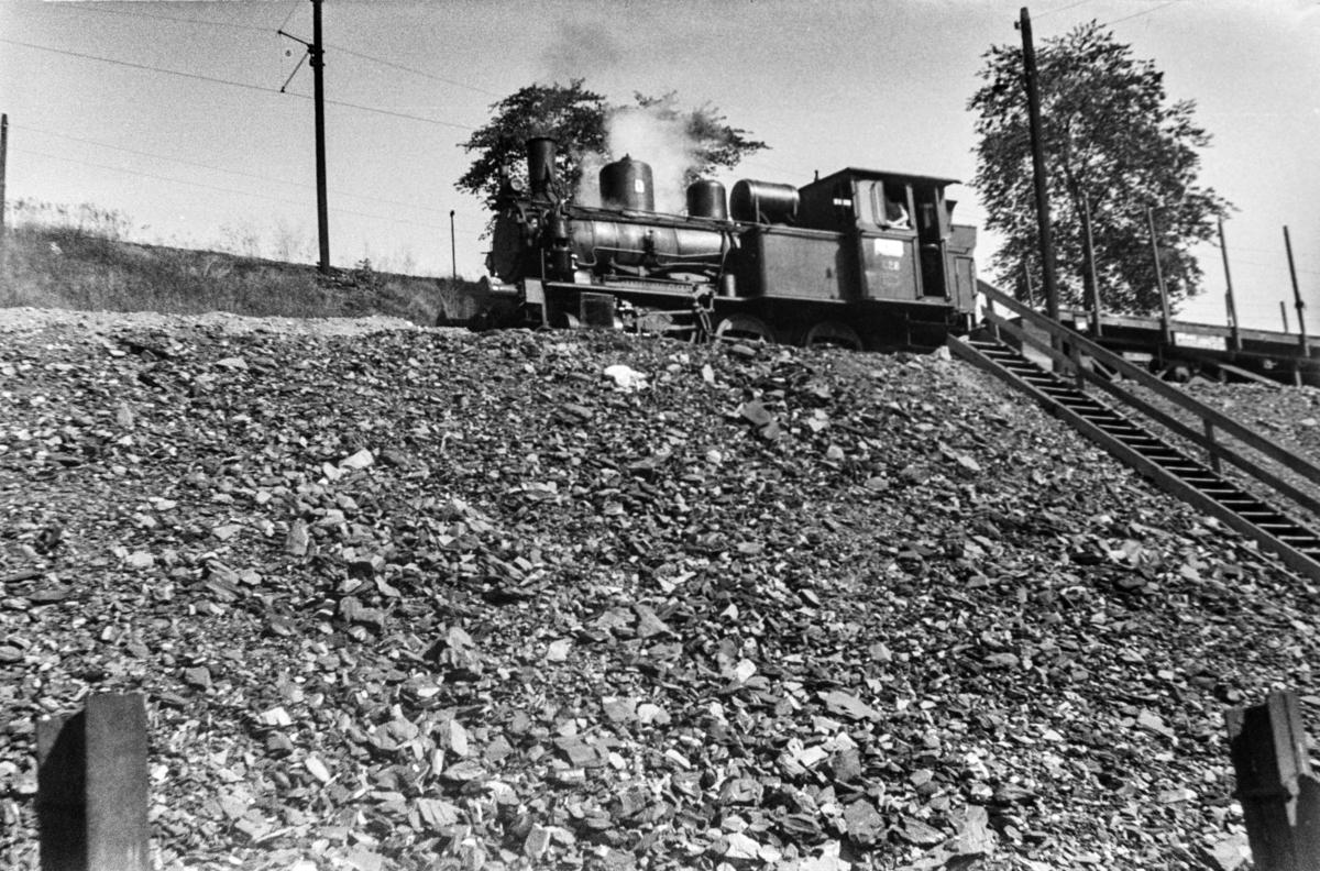 Damplokomotiv type 25a nr. 228 i skiftetjeneste i Lodalen i Oslo.