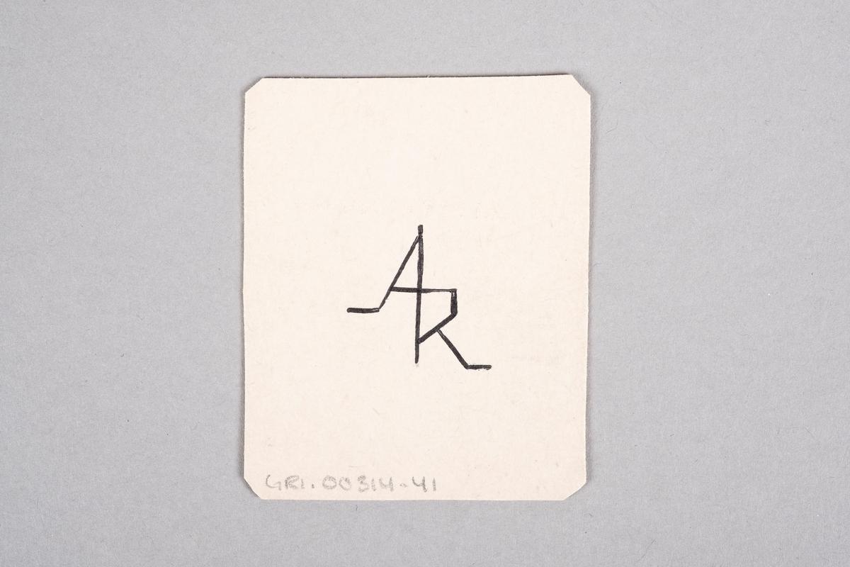 Tegning av en fangevokter som holder på et belte med beltespenne. Motivet er speilet.