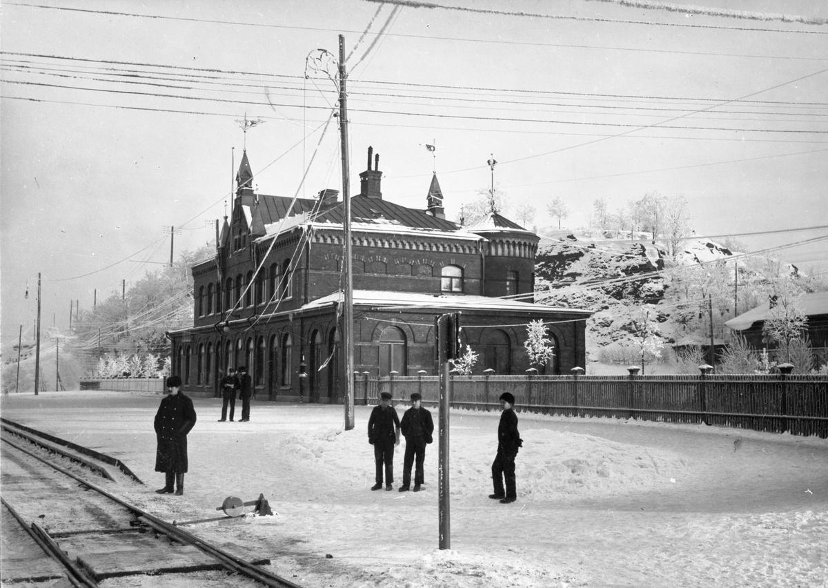 Borås nedre station på vintern. Stationen uppfördes 1894 och fick då namnet Borås Nedre. 15 maj 1930 bytte stationen namn till Borås Central.