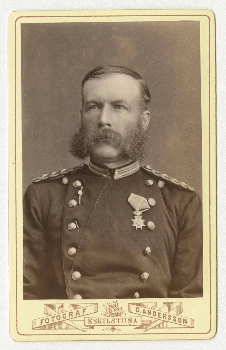 Porträtt av Ivar Daniel Wilhelm Indebetou, kapten vid Södermanlands regemente I 10.  Se även bild AMA.0009779 och AMA.0009380.