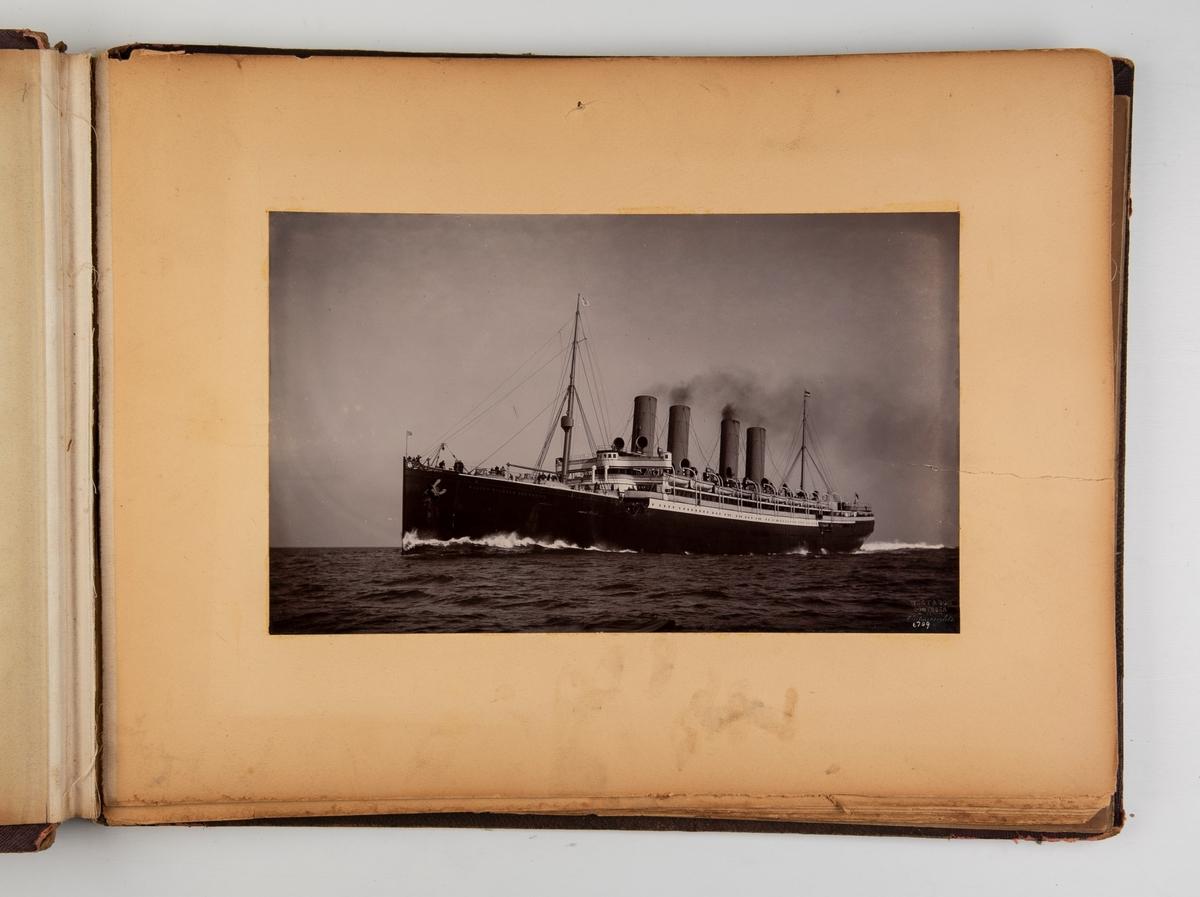 Album med fotografier av seilskip og dampskip