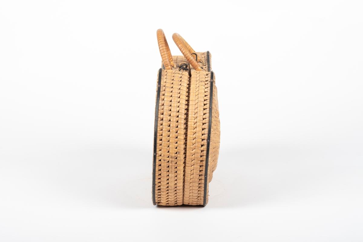 Vesken består av to like deler, som er festet til hverandre og kan foldes helt ut. Vesken er rett under og på den ene siden, slik at den kan stå og ligge,  og har buet overflater og runde kanter. Vesken har også to hanker og en lukkemekanisme (lærlenker).