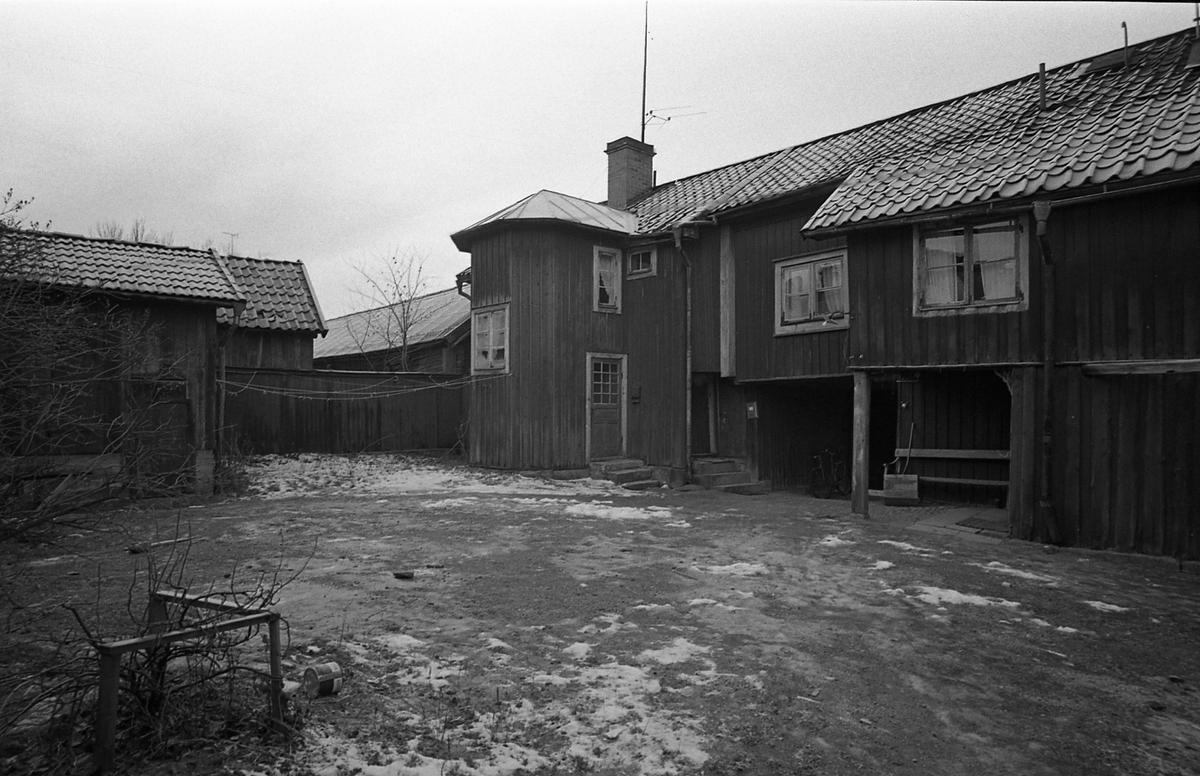 Kvarteret Tullnären, mellan Storgatan - Trädgårdsgatan och Herrgårdsgatan - Paradisgränd. Exteriör. Innegård.