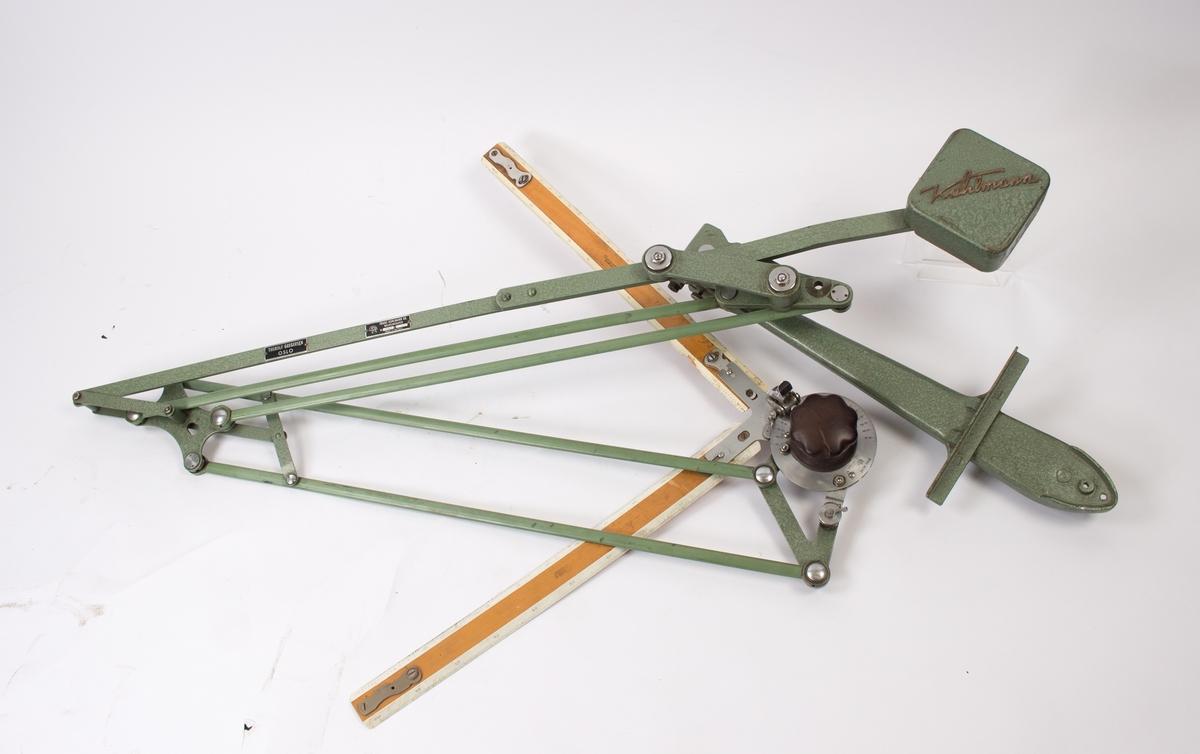 Tegnemaskin, type Kuhlmann for montering på tegnebrett. Tegnebrett mangler.