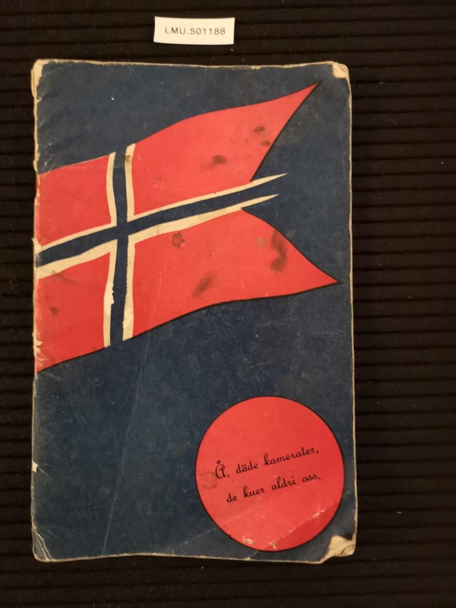 """Sangbøker benyttet i Luftforsvaret. Tittel """"Norsk krigslyrik"""". Utgitt julen 1942"""