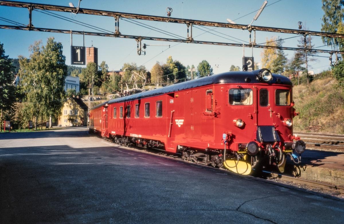 Elektrisk motorvognsett type 68 på Notodden stasjon
