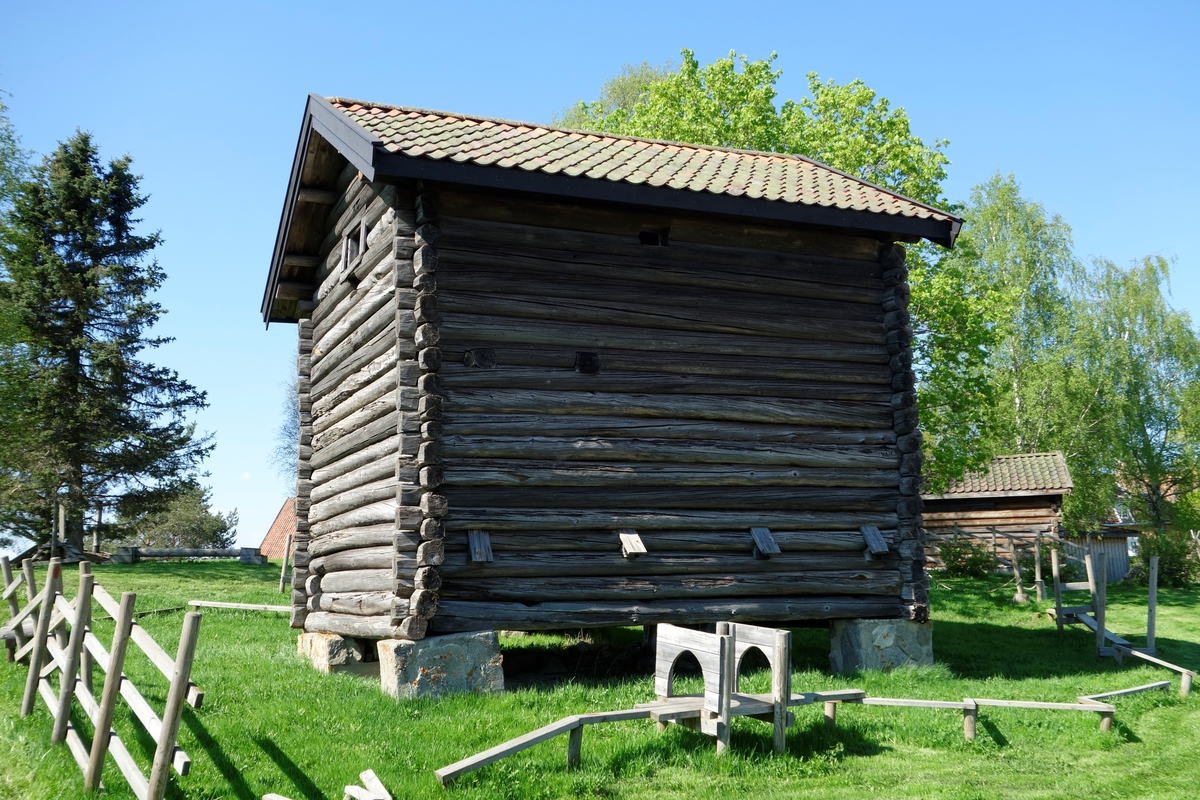 Kvern fra Funni i Nes, fra ca. 1880. Flyttet ca. 1925.