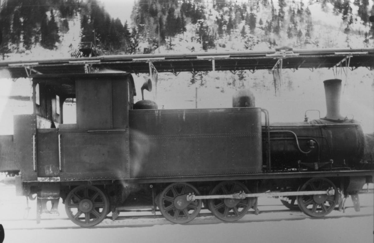 """Norsk Hydros damplokomotiv """"Menstad nr. 1"""" på Rjukan stasjon"""