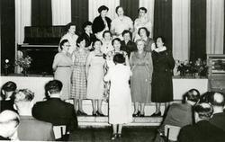 Damekor i Kolvereid Samfunnshus. 1. rekke fra venstre: Gudve