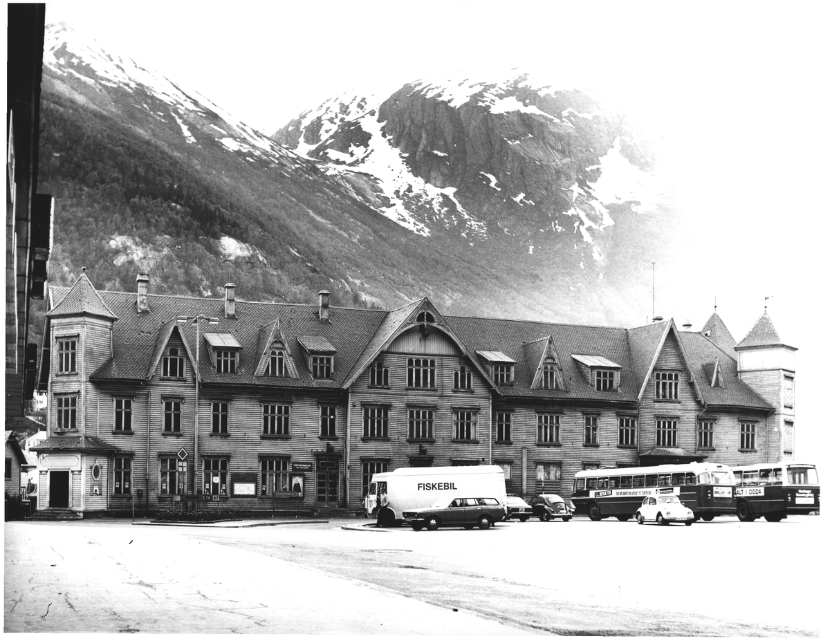 Oddas gamle rådhus. 2600 m2. Oppført 1898. Odda