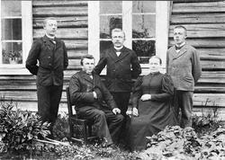 Familien Prestkvern, Johan Iversen og Maren Iversdatter med