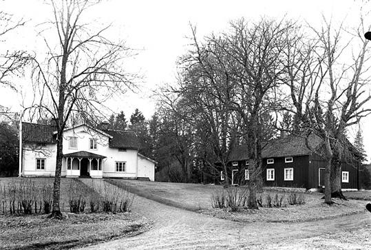 Huddunge prästgård från öster.