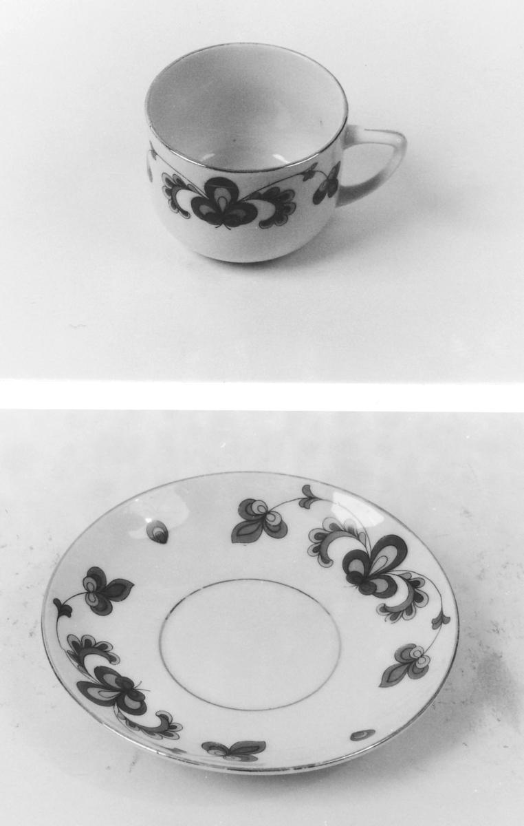"""Kopp og skål som A 00529 A-B: Porsgrunds """"Bondemønster"""", flerfargete stiliserte planter, gullkanter."""