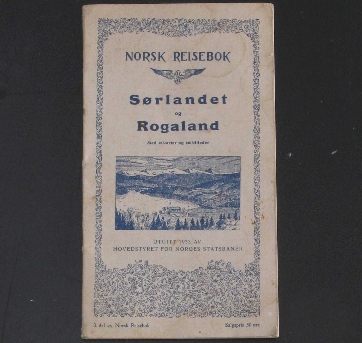 Inneholder mange fotografiske bilder, og kart som viser jernbanenettet slik det var da Sørlandsbanen ble bygd på tvers av de eksisterende banene.