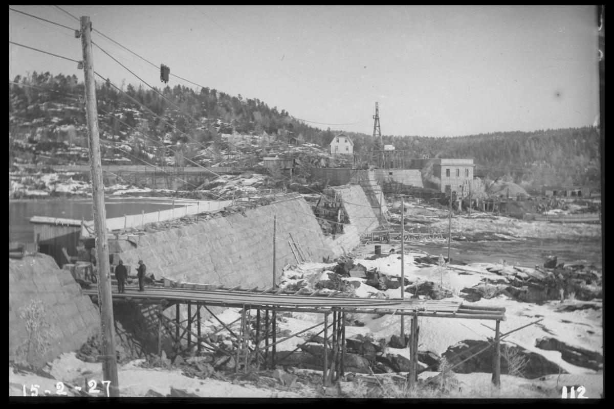 Arendal Fossekompani i begynnelsen av 1900-tallet CD merket 0010, Bilde: 39 Sted: Flatenfoss i 1927 Beskrivelse:  Dam og kraftstasjon med bolighus