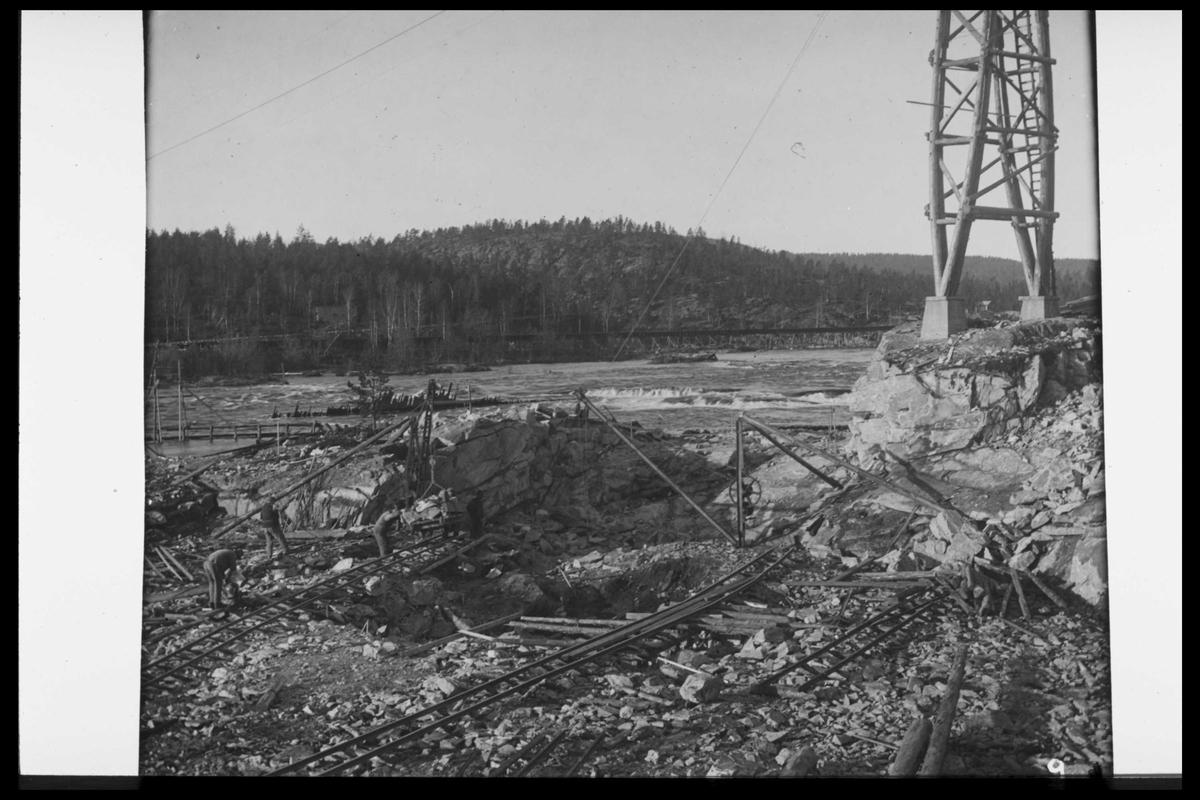 Arendal Fossekompani i begynnelsen av 1900-tallet CD merket 0470, Bilde: 68 Sted: Flaten Beskrivelse: Taubanetårn for bygging av dammen
