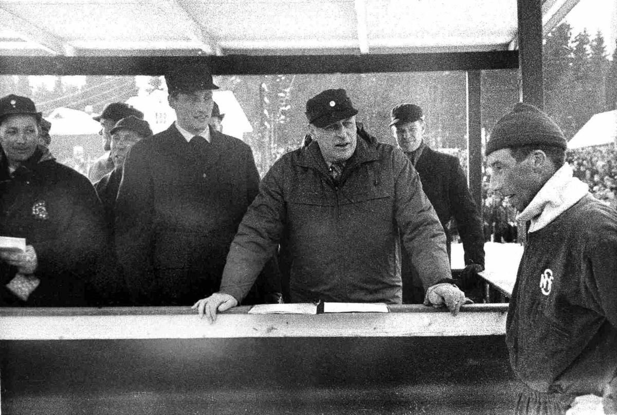 Bilder fra Birkenes kommune NM på ski i 1963 - kong Olav V