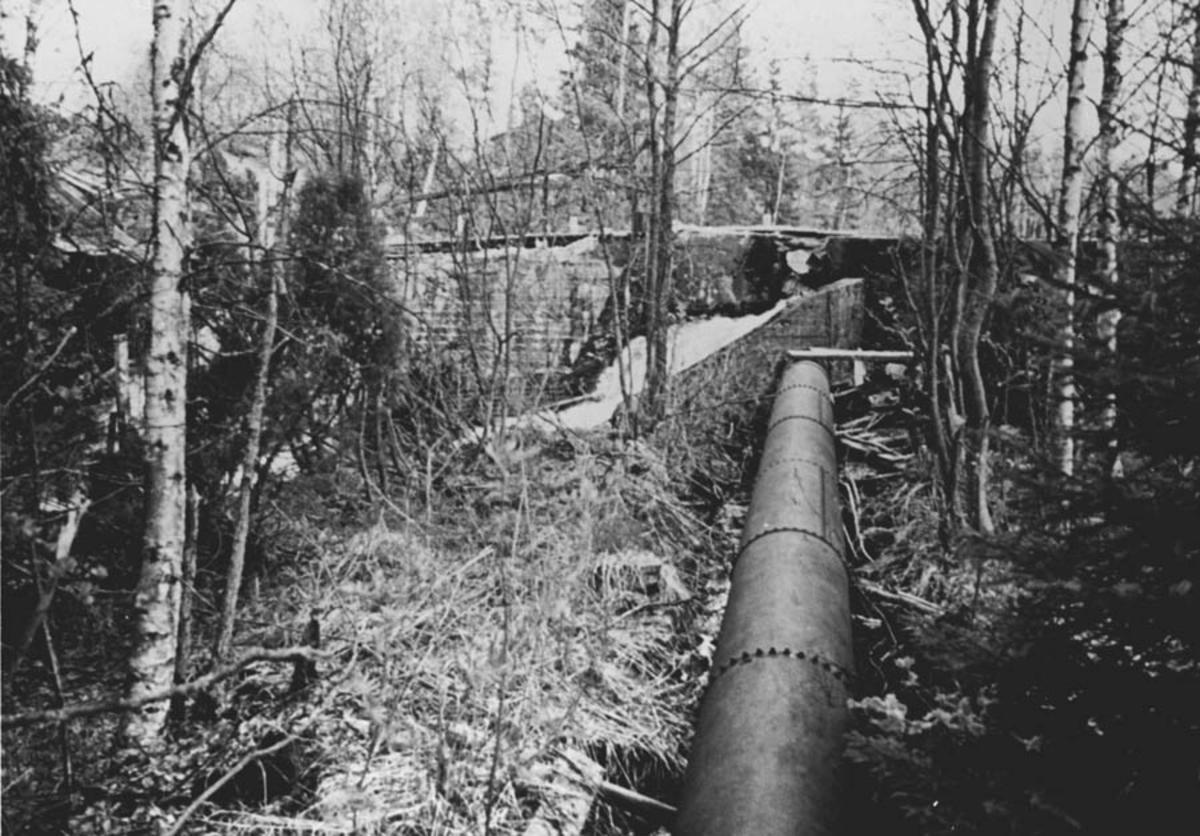 Rørgate fra den privat bygde kraftstasjonen på Fjell. Bygget 1913.