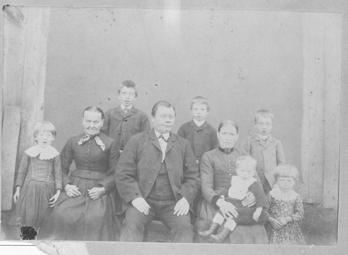 Indiana og Edvard Bunæs med familie.