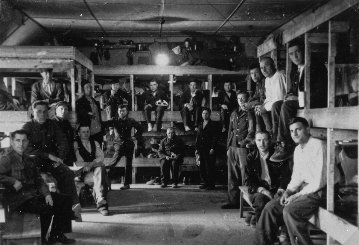"""Russiske krigsfanger på """"Håpet""""."""