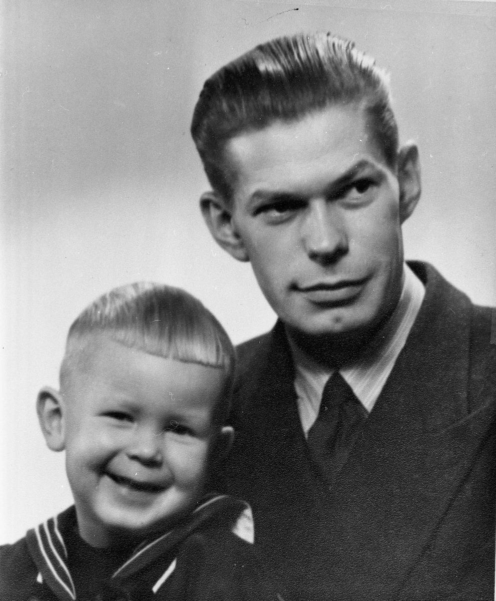 Erling Andersen med sønnen Torgeir. Han var sannsynligvis troppsjef i Hjemmefronten.