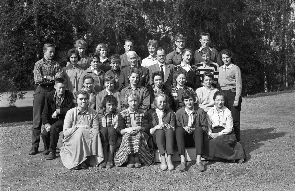 Klassebilde fra Eidsvoll gymnas med Brakstad og Watne.