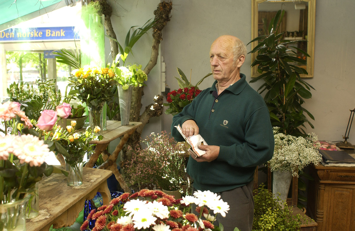 Butikkeier med pipe Ski Blomsterforretning - O. Grønvold Ski gågate